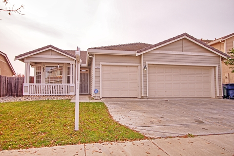 2246 Sabrina Way, Tracy, CA 95377 – Golden Lion Real Estate